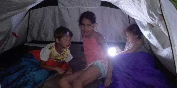 Nuit sous la tente pour les enfants
